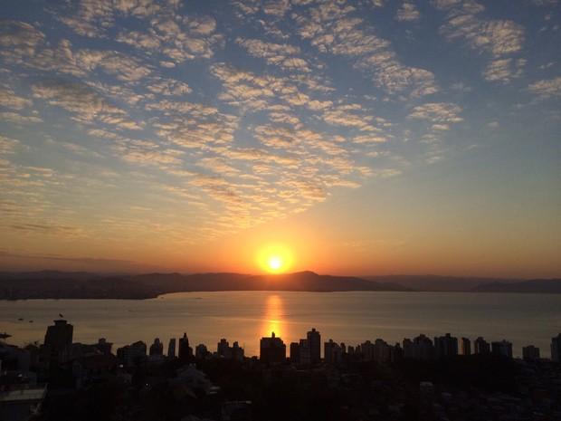 Dias ensolarados desde o amanhecer marcam este final de semana (Foto: Melina Castro/G1)
