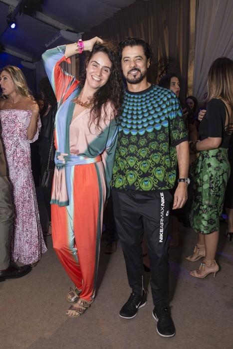 Alessa e Gilson Martins no salão do Veste Rio (Foto: Divulgação)