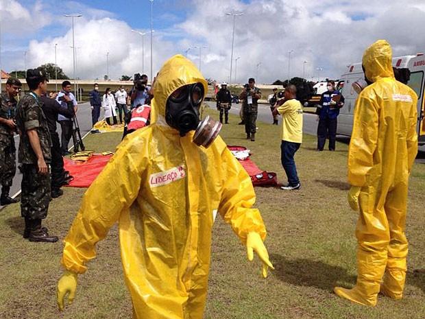 Simulação de ataque químico na Arena Pernambuco (Foto: Marjones Pinheiro / TV Globo)