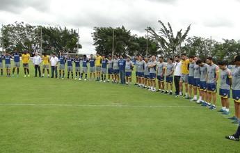 Oração une jogadores, funcionários  e jornalistas no Cruzeiro: #forçachape
