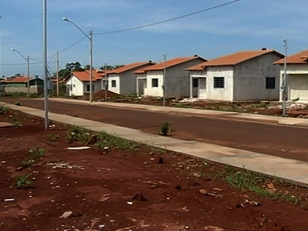 G1 fam lias cobram conclus o de casas populares em for Casa popular