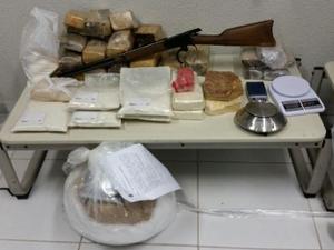 A maioria dos suspeitos respondem por homicídio, porte ilegal de arma de fogo e tráfico de drogas. (Foto: Policia Civil)
