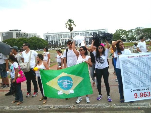 Grupo de professores em protesto em frente ao Palácio do Buriti, no Distrito Federal (Foto: Andrea Golfinho/Divulgação)