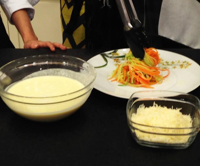 Espeguete sendo preparado por Ana Maria (Foto: Melina Mantovani/Gshow)