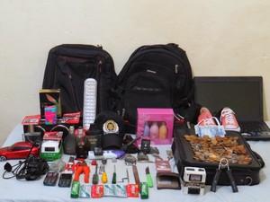 Objetos furtados foram encontrados com Emerson Rodrigues dos Reis (Foto: Polícia Civil/Divulgação)