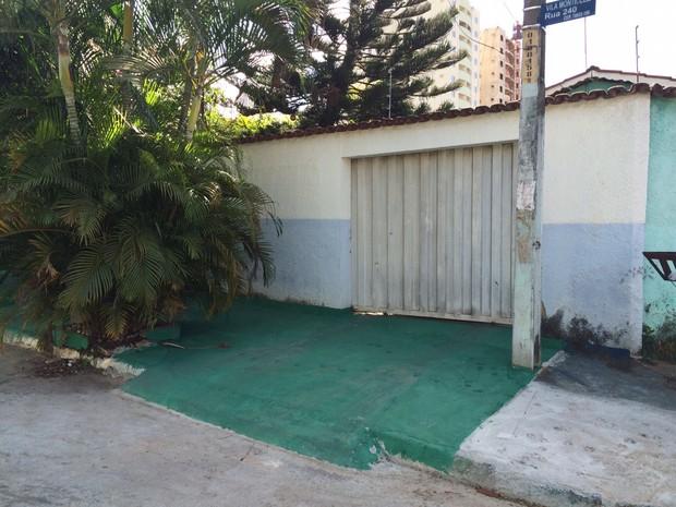 Fachada da casa dos avós de Cristiano Araújo (Foto: Marilia Neves / EGO)