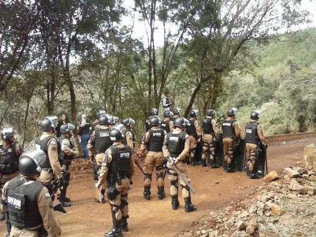 Policiais Militares reforçam a segurança e monitoraram a movimentação do grupo (Foto: Clederson de Lara /Portal Quedas )