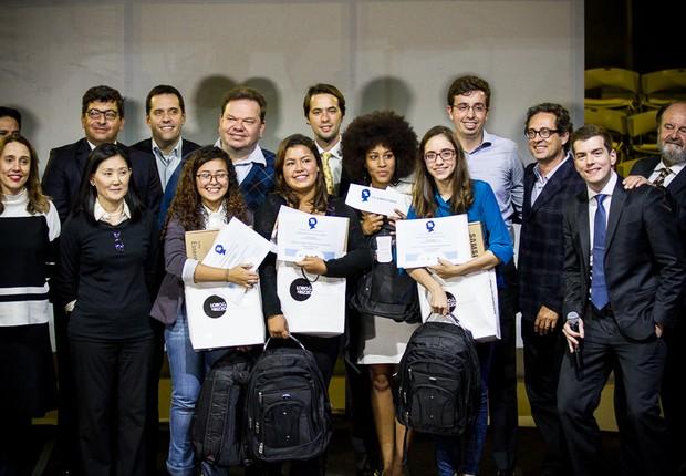 Grupo vencedor da 1ª olimpíada Constitucional de São Paulo  (Foto: Divulgação Constituição nas Escolas)