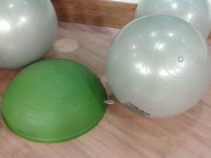 Bosu e fitness ball (Foto: Tadeu Meniconi/G1)