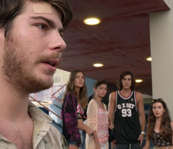 Henrique abre o jogo com a galera (Foto: TV Globo)