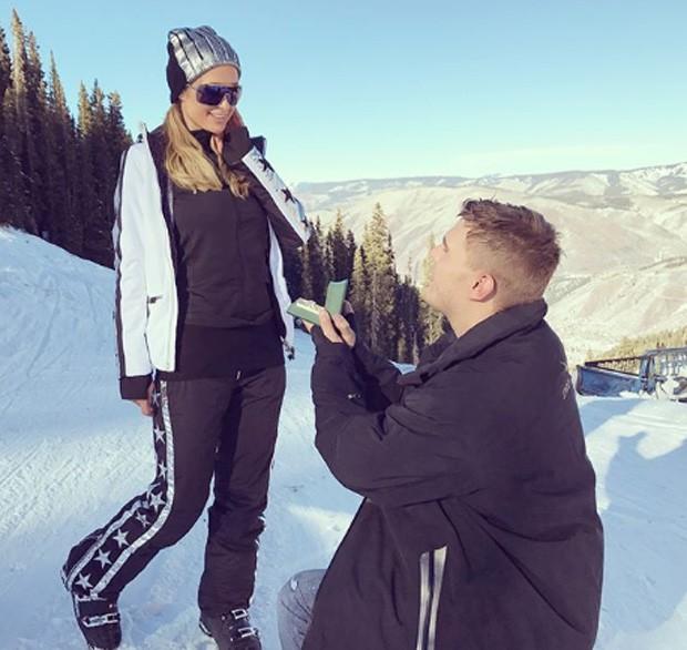 Paris Hilton é pedida em casamento por Chris Zylka (Foto: Reprodução/Instagram)
