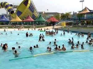 Parques da região de Jundiaí abrem vagas de emprego durante o verão (Foto: Reprodução/TV TEM)