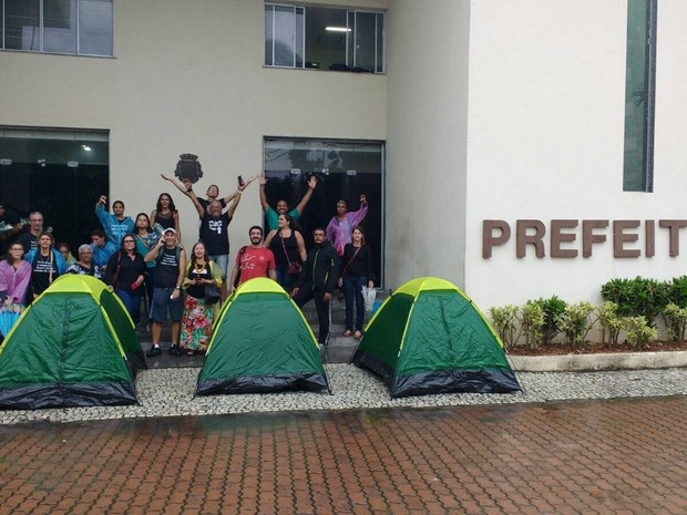 Educadores prometeram acampar na Prefeitura (Foto: Keetherine Giovanessa/Sepe Lagos)