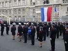 Policiais mortos em ataques em Paris recebem homenagem