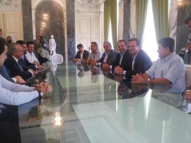 Reunião, com presença  de Temer, Paes e Cabral, foi no Palácio Guanabara (Foto: Guilherme Brito / G1)