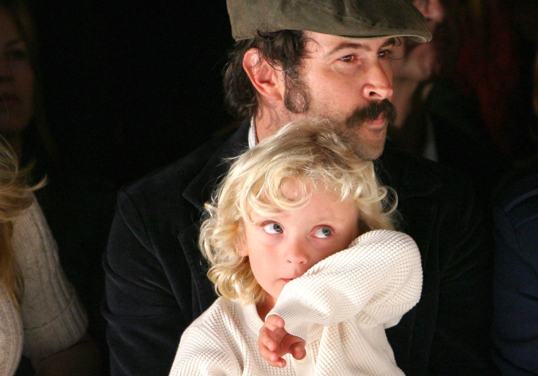 """O filho dos atores Jason Lee e Beth Riesgraf (já separados) é o Pilot Inspektor, ou seja, """"piloto inspetor"""". (Foto: Getty Images)"""