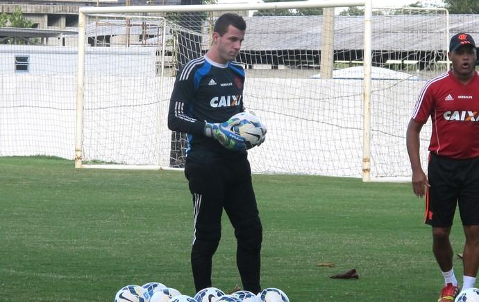 Paulo Victor treino Flamengo (Foto: Thales Soares)