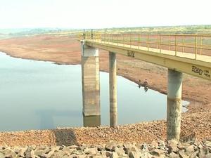 Represa que abastece Araras opera com 10% da capacidade total (Foto: Marlon Tavoni/ EPTV)