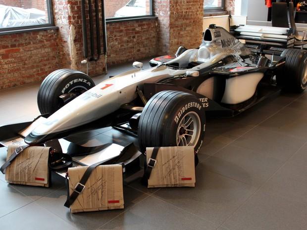 Bolsas com marca de pneus do Fórmula 1 de Mika Hakkinen (Foto: Divulgação)
