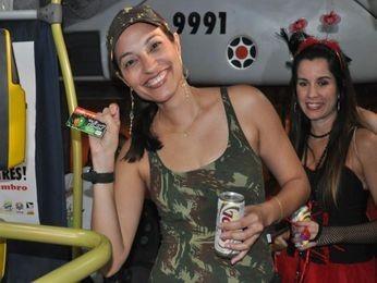 1.200 foliões foram à festa com o 'Buzu da Odonto' em 2011 (Foto: Setransp)