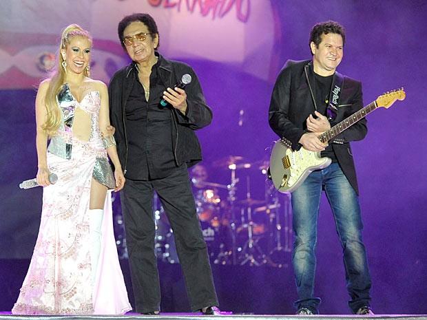 Reginaldo Rossi gravou uma música no 7° DVD da banda Calypso, gravado ao vivo, na Ceilândia-DF (Foto: Banda Calypson / Divulgação)