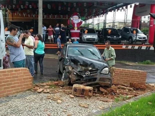 Motorista perdeu controle em uma ladeira (Foto: Diego Herbet/Arquivo Pessoal)
