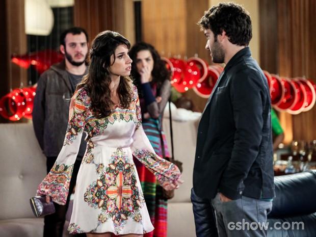 Manu discute com Davi após fora de magnata (Foto: Camila Camacho/TV Globo)