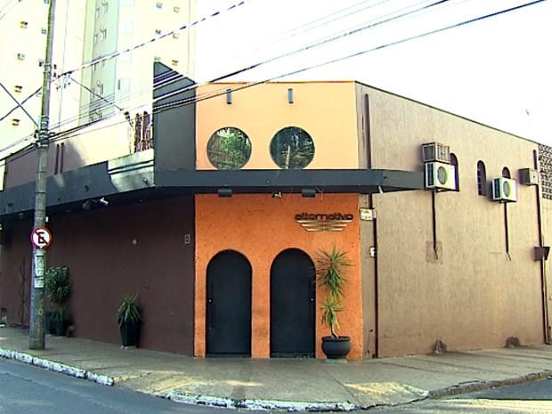 Casa noturna no Centro de Ribeirão Preto onde cabeleireiro diz que foi agredido por travesti (Foto: Chico Escolano/EPTV)