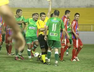 Jogo entre Plácido de Castro e Alto Acre é marcado por expulsões (Foto: João Paulo Maia)