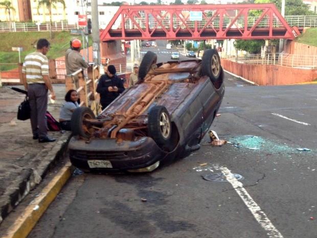 Acidente na região central de Campo Grande (Foto: Nadyenka Castro/ G1 MS)