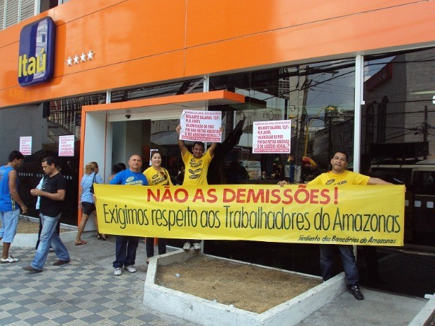 Diretoria do Sindicato dos Bancários participa de manifestação em Manaus (Foto: Divulgação/Seebam)
