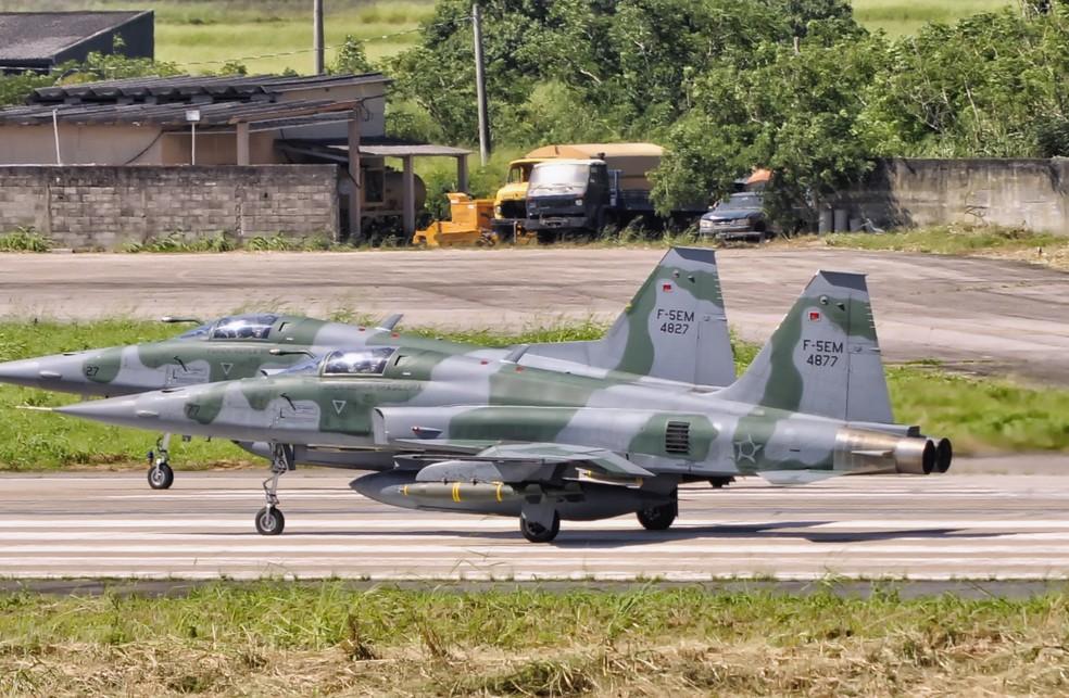 Caças F-5EM, versão atualizada do modelo usado quando as bombas caíram em Formiga (Foto: Roberto Caiafa/Tecnologia & Defesa)
