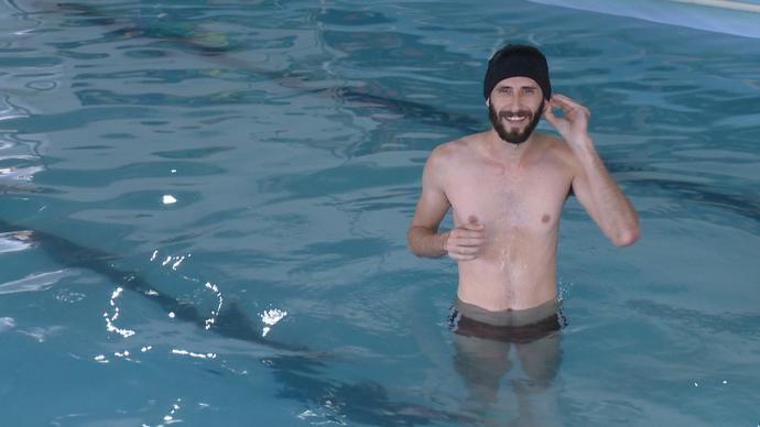 Diego foi fazer aulas de natação depois de adulto (Foto: Divulgação / TV Gazeta ES)