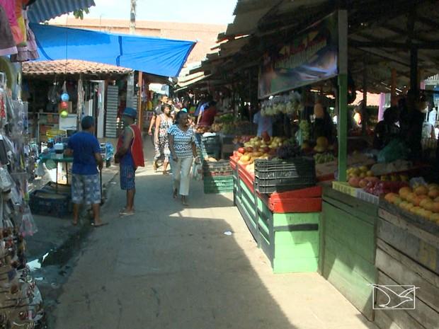 Audiência pública debateu situação da feira e do mercado do bairro Cidade Operária (Foto: Reprodução/TV Mirante)
