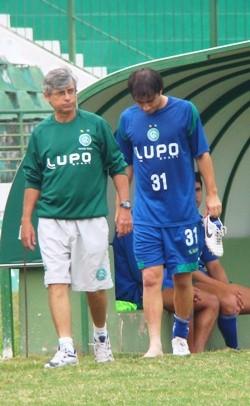 Chiquinho se machuca em treino do Guarani (Foto: Divulgação / Site do Guarani)