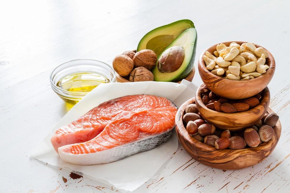 Salmão, nozes, abacate e azeite têm boa concentração de ômega 3: aposte neles! (Foto: Eu Atleta | foto iStock Getty Images)
