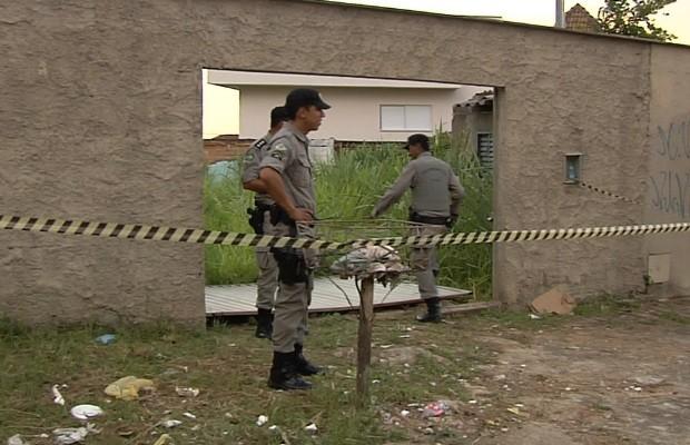 Troca de tiros após tentativa de roubo mata suspeitos e fere PMs, em Goiás (Foto: Reprodução/TV Anhanguera)