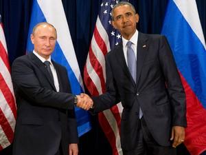 O presidente dos Estados Unidos, Barack Obama, e o presidente russo, Vladimir Putin, posam para foto antes de encontro bilateral nesta segunda-feira (28) em Nova York, nos EUA, na sede da ONU