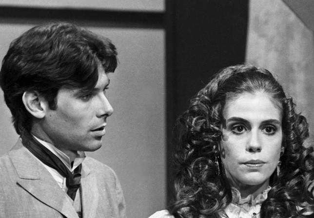 Jorge (Eduardo Tornaghi) e Lívia (Sandra Bréa) em Memórias de Amor