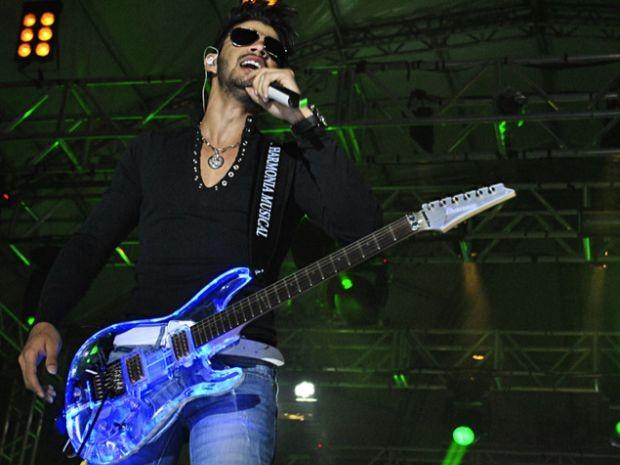 Foto tirada durante o show do cantor em Bauru, na noite deste sábado.  (Foto: Divulgação/ Juninho Martins )