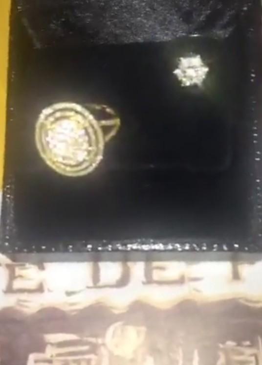 Debora Lyra ganha joias de admirador secreto no seu aniversário (Foto: Divulgação)