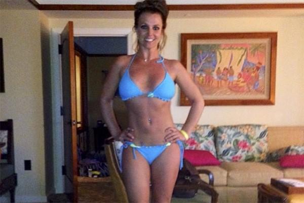 It's Britney, bitch! Até a estrela utilizou o Photoshop em uma foto em seu Instagram. Basta olha sua silhueta... (Foto: Reprodução/Instagram)