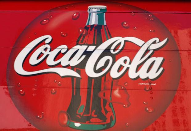 Logo da Coca-Cola é fotografado em um caminhão em São Diego, na Califórnia, no dia 24 de setembro (Foto: Mike Blake/Reuters)