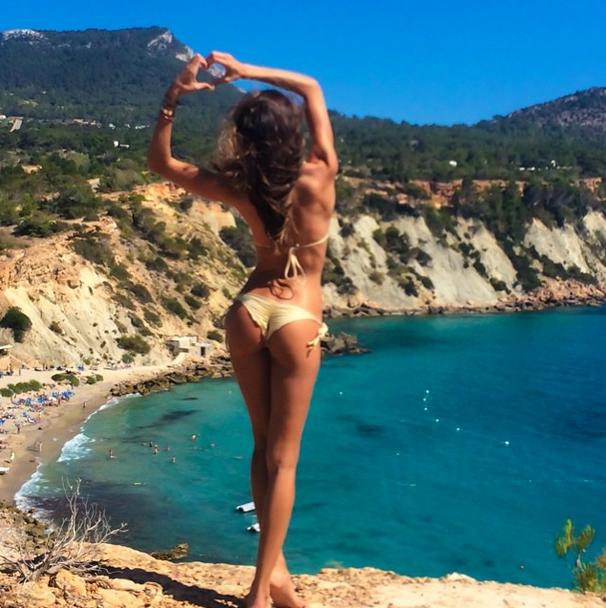 Izabel Goulart mostra cena de malhação intensa em rede social