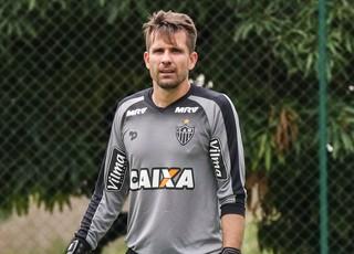 """Goleiro Victor � operado na manh� desta quarta-feira: """"Correu tudo bem"""""""