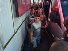 Carla Perez leva filhos para curtir desfile de Xanddy em Salvador
