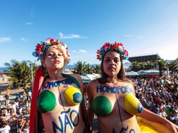 Ativistas do grupo Femem Brazil durante a 17ª Parada do Orgulho LGBT, popularmente conhecida como Parada Gay na orla de Copacabana, na Zona Sul do Rio, na tarde deste domingo (18) (Foto: Vanessa Carvalho/Brazil Photo Press/Agência O Globo. )