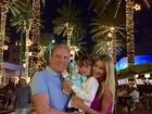 Nos EUA, Roberto Justus faz programa com a filha e a namorada