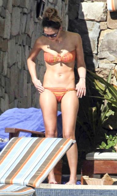Jessica Alba em Cabo San Lucas, no México (Foto: Grosby Group/ Agência)