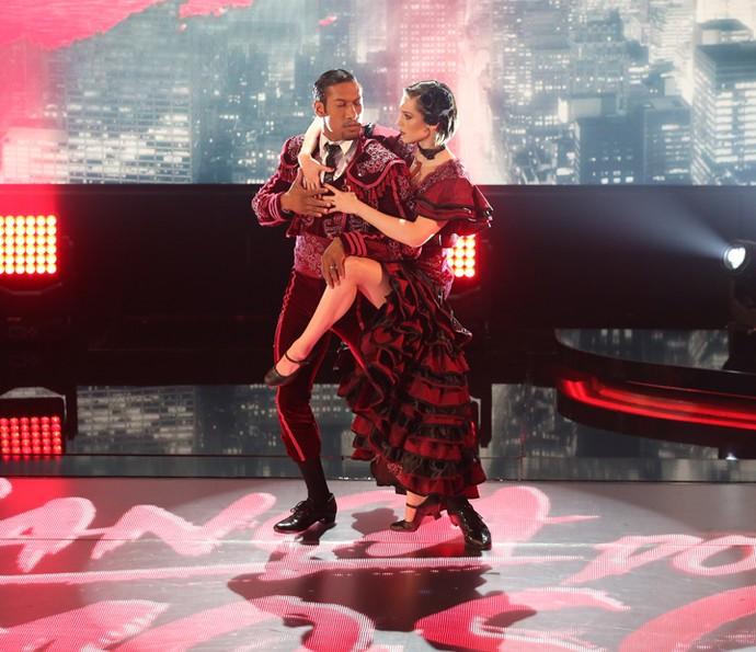Dupla impressiona com coreografia forte (Foto: Carol Caminha/Gshow)
